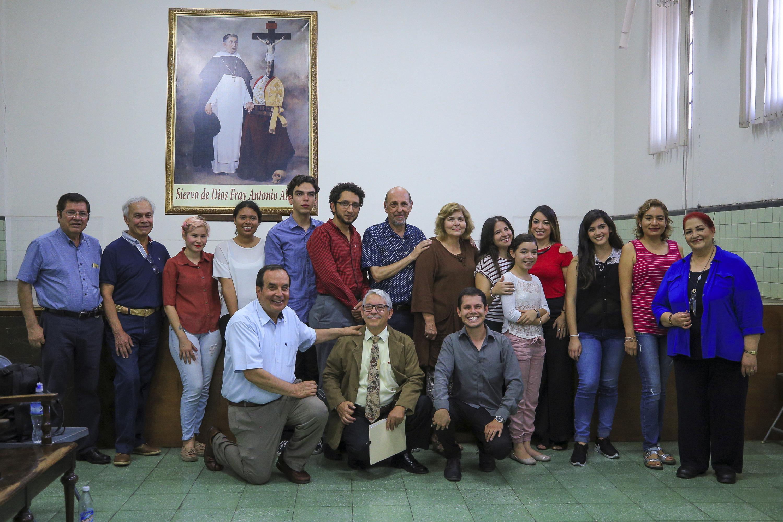 Foto grupal de todos los integrantes la Sociedad Coral Mozart del Santuario