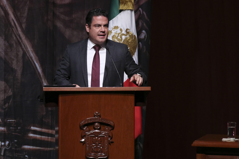 El Gobernador de Jalisco, maestro Jorge Aristóteles Sandoval Díaz, en podium del evento; haciendo uso de la palabra.
