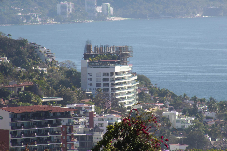Hotel moderno en construcción dentro del centro historico de Puerto Vallarta
