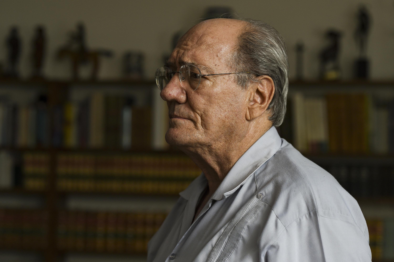 El historiador José María Muria de perfil
