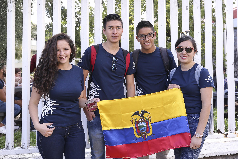 Jóvenes estudiantes de intercambio provenientes del Ecuador