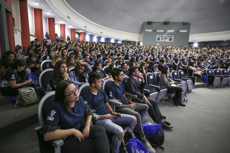 Ceremonia de bienvenida a mil 53 estudiantes de intercambio realizada en el Centro Universitario de Ciencias de la Salud (CUCS).