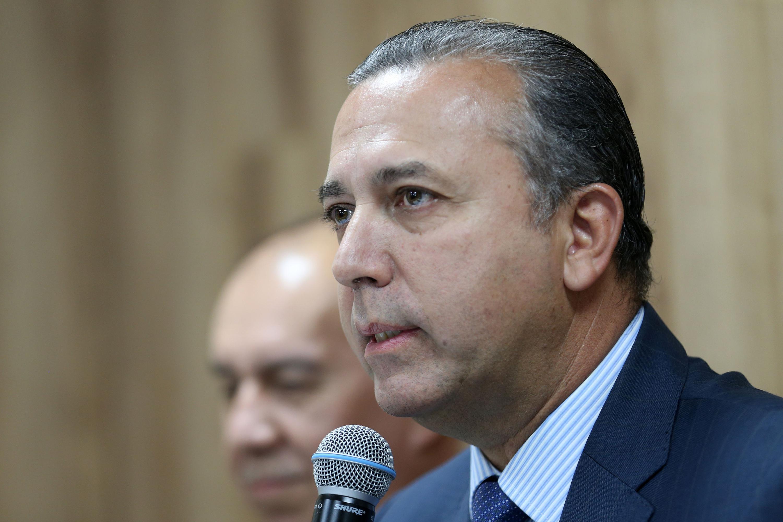 Director del hospital civil Dr. Juan I Menchaca, doctor Francisco Preciado Figueroa, haciendo uso de la palabra durante rueda de prensa