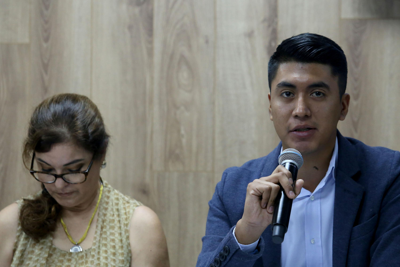 Oswaldo Daniel velazquez Barajas, haciendo uso de la palabra durante rueda de prensa