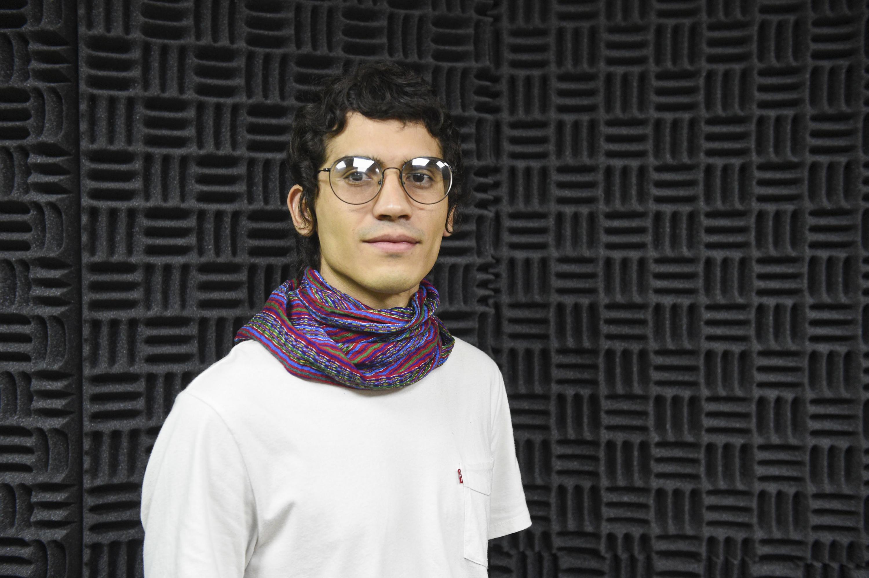 Egresado de la licenciatura en Música del Centro Universitario de Arte, Arquitectura y Diseño (CUAAD), Sergio Olivares Montes