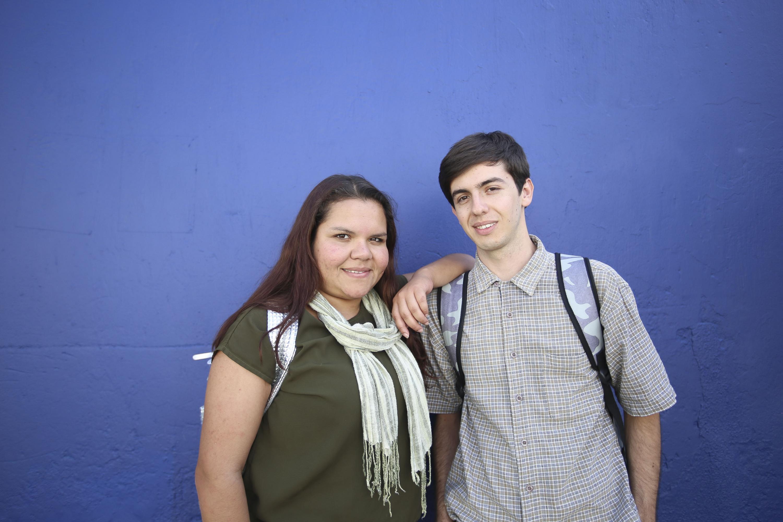 Estudiantes del Centro Universitario de Arte, Arquitectura y Diseño (CUAAD), participando en entrevista.