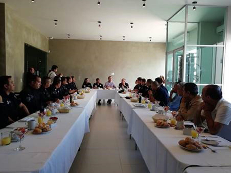 Desayuno encabezado por el Presidente de la FEU; en el que se reconoció la labor de la Policía de Guadalajara.