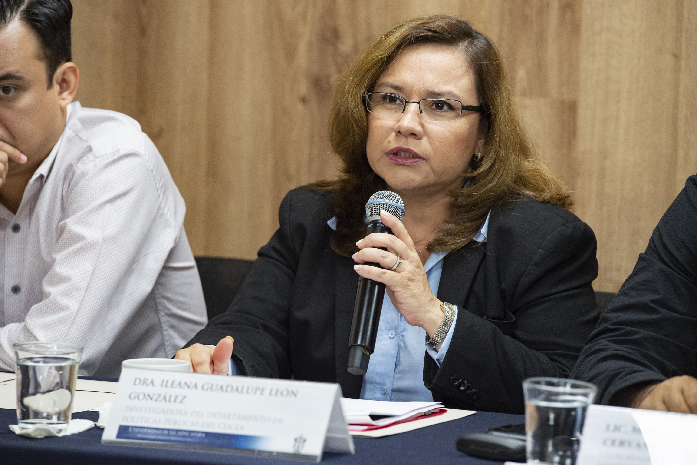 La investigadora del Departamento de Políticas Públicas del Centro Universitario de Ciencias Económico Administrativas, doctora Ileana Guadalupe León González