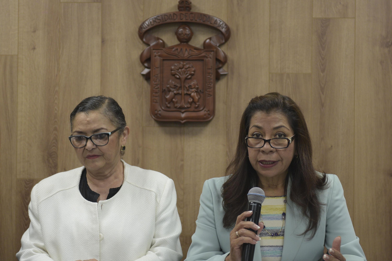 Coordinadora de Innovación Educativa y Pregrado (CIEP), de la Coordinación General Académica (CGA), doctora Juana Eugenia Silva Guerrero, haciendo uso de la palabra durante la rueda de prensa