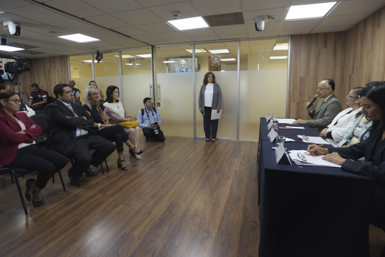 Director de la División de Ciencias Básicas del CUCEI, doctor Óscar Blanco Alonso, haciendo uso de la palabra durante rueda de prensa