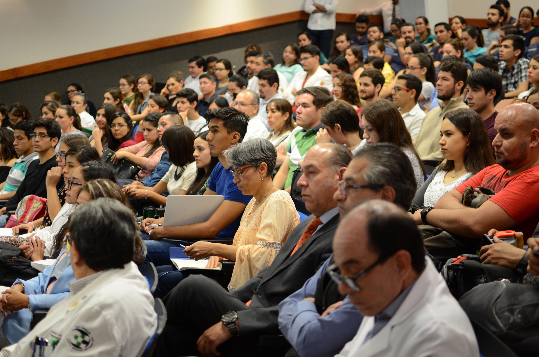 Panorámica de los asistentes al evento.