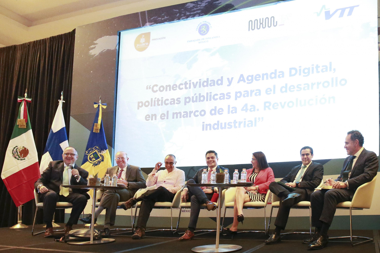 Ponentes participando en el Jalisco & Finland High Technology Summit, organizado por  el Gobierno de Jalisco y la Embajada de Finlandia en la Ciudad de México