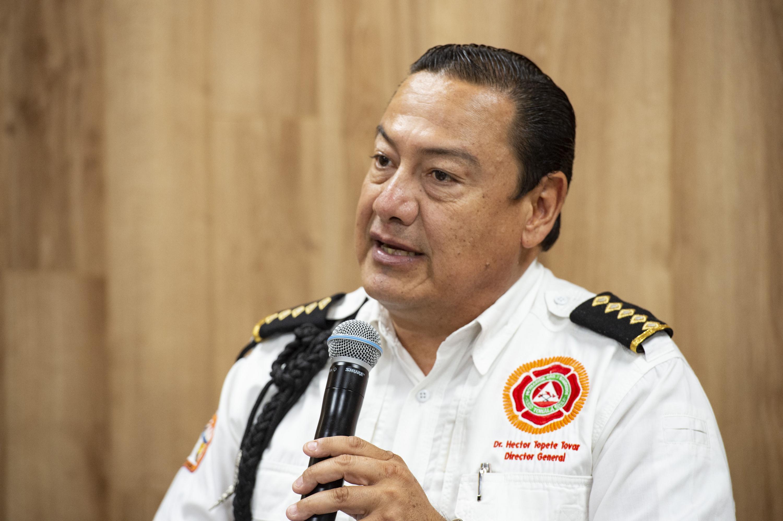 Director de Protección Civil y Bomberos de Tonalá, maestro Héctor Topete Tovar, haciendo uso de la palabra durante rueda de prensa