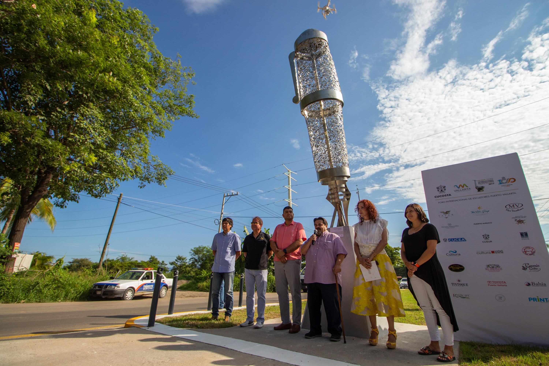 el Rector del CUCosta, doctor Marco Antonio Cortés Guardado, y el empresario y patrocinador del foro, Luis Fernando González Corona