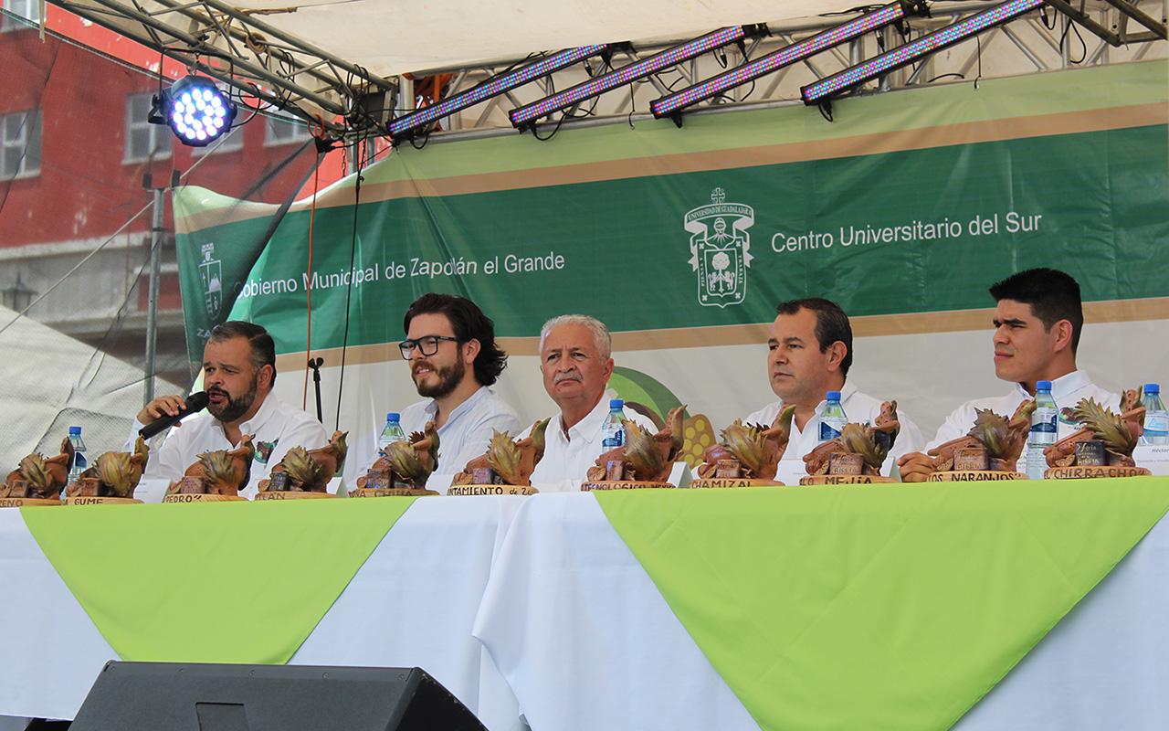 Doctor Alejandro Macías Macías, haciendo uso de la palabra en representación del Rector del CUSur; durante evento.