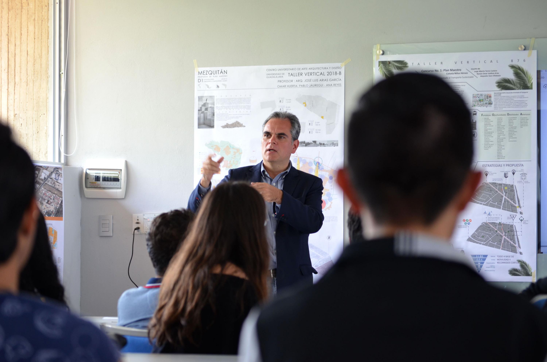 Maestro Diego Vergara, coordinador de las actividades,haciendo uso de la palabra