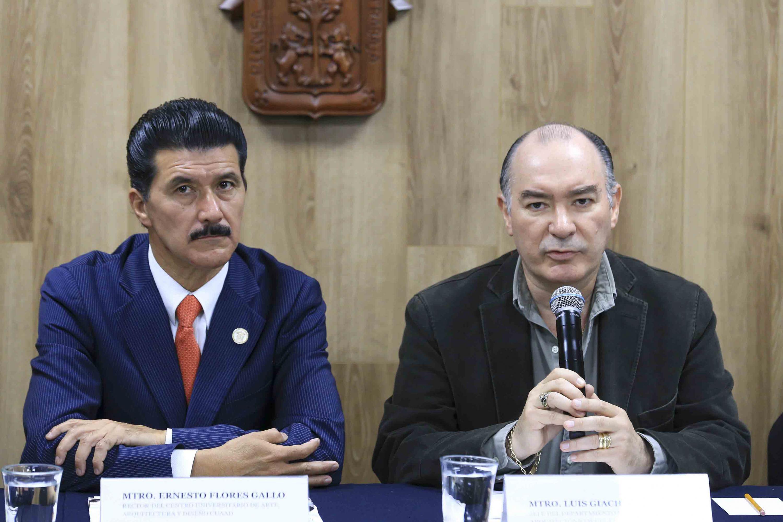 Jefe del Departamento de Proyectos Arquitectónicos del CUAAD, maestro Luis Giachetto, participando en la rueda de prensa