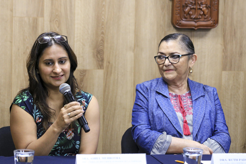 Directora de Recursos Humanos de Tata Consultancy Services, Ashul Mehrotra, haciendo uso de la palabra