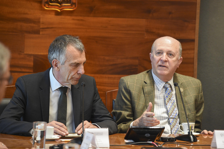 Doctor Miguel Ángel Navarro Navarro, General de la UdeG; haciendo uso de la palabra.