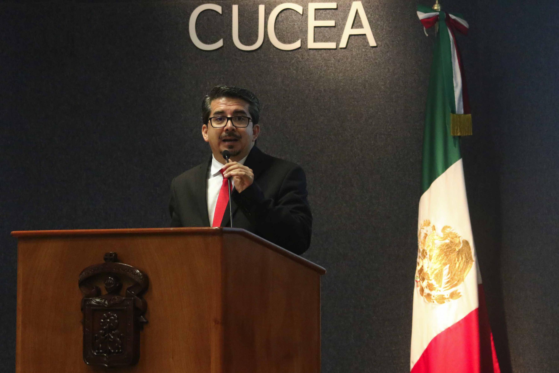 Rector del plantel, maestro José Alberto Castellanos Gutiérrez, haciendo uso de la palabra durante el acto inaugural