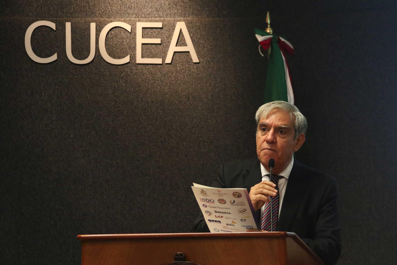 Director de la División de Contaduría, doctor Marco Antonio Daza Mercado, haciendo uso de la palabra durante el acto inaugural