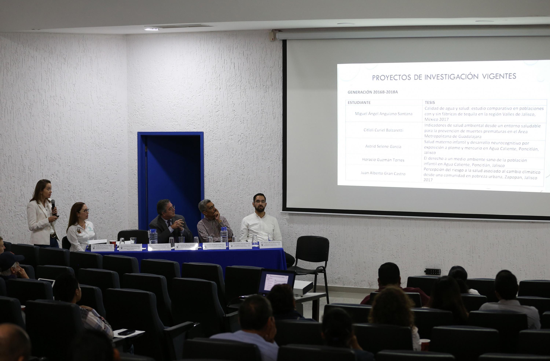 El publico asistente pudo ver diapositivas con los resultados de la investigación