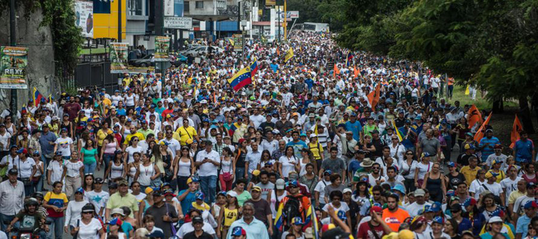 Fotografía de archivo de una enorme manifestación de venezolanos en Caracas