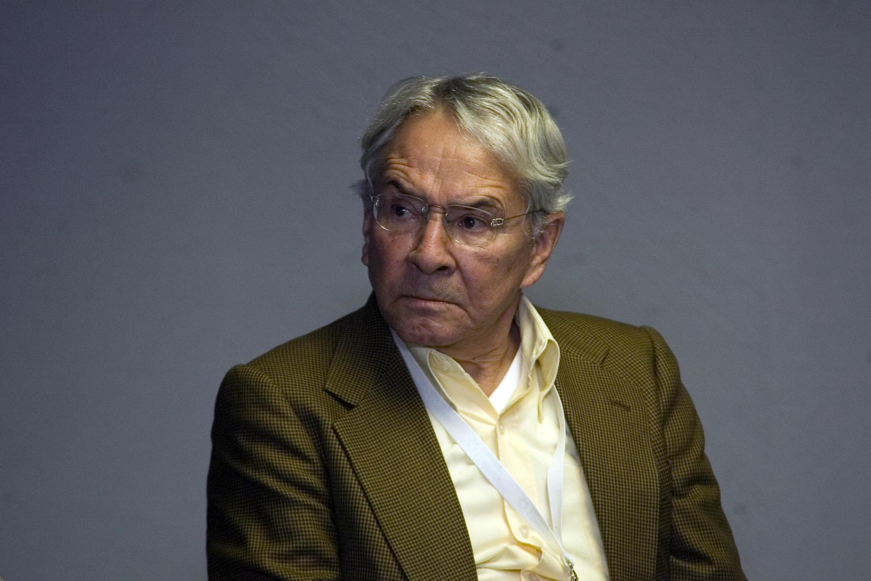 Doctor Enrique Florescano, historiador, humanista y maestro mexicano participando en entrevista