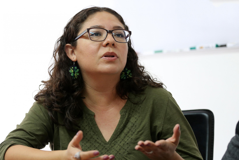 Maestra Iliana Ávalos González; editora del libro de Juan José Arreola, en entrevista haciendo uso de la palabra.