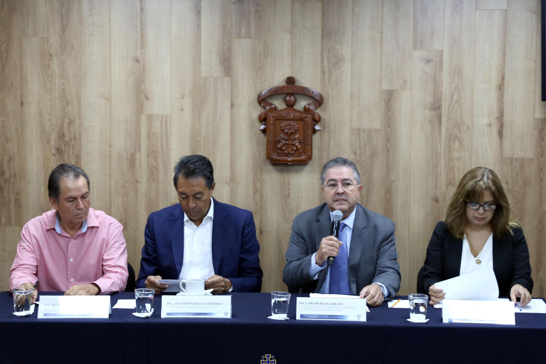 Los cuatro organizadores del evento y el rector de CUCBA durante la presentación