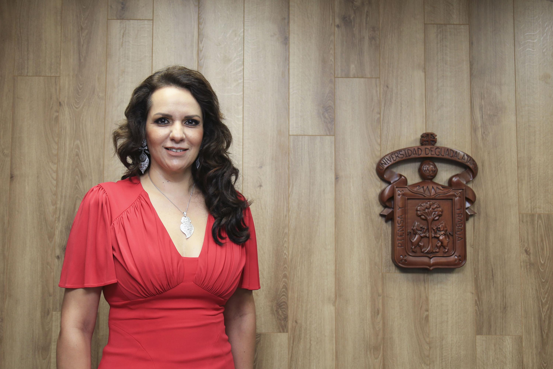 """Maestra Esther Cisneros Quirarte, miembro del Hospital Civil de Guadalajara y ganadora de una de las cinco categorías de la presea """"Irene Robledo García""""."""