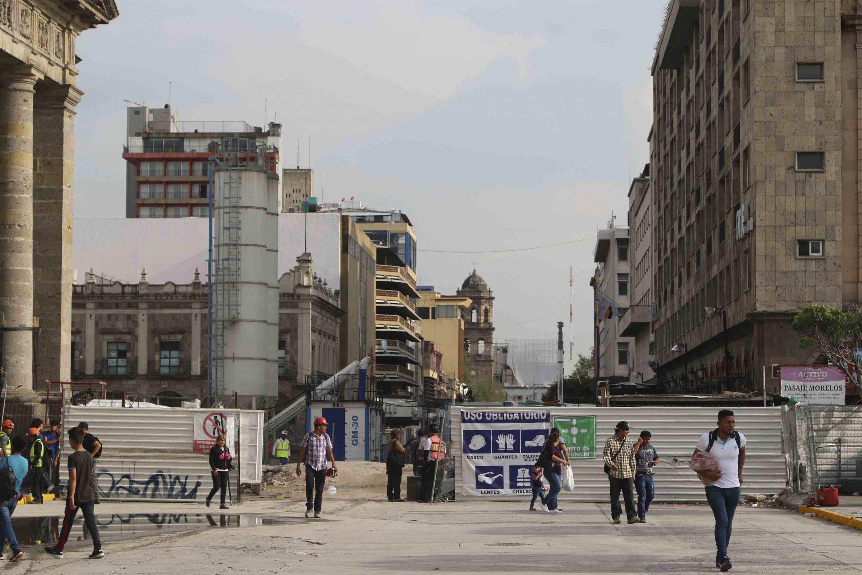 Zona del Centro de Guadalajara, por la Avenida Alcalde con obras de construcción por el tren electrico de la línea 3.