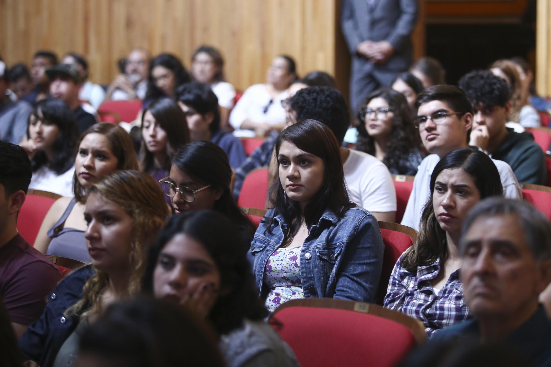 Alumnas de CUCBA presentes en la ceremonia y conferencia inaugural