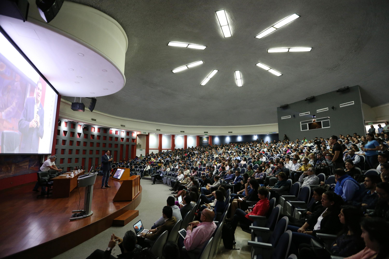 Vista panoramica del el auditorio Roberto Mendiola Orta del Centro Universitario de Ciencias de la Salud durante el evento