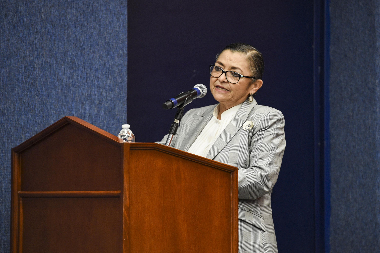 Rectora del CUCEI, doctora Ruth Padilla Muñoz, dando la bienvenida a los asistentes del foro y el congreso