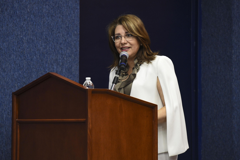 Vicerrectora Ejecutiva de la UdeG, doctora Carmen Enedina Rodríguez Armenta, durante la inauguración del congreso.