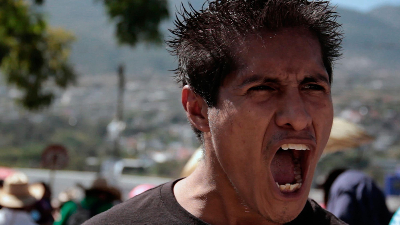 Retrato de un hombre joven gritando