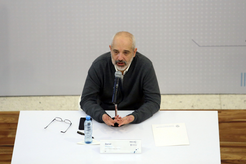 El director de Animal Politico respondiendo las preguntas de la audiencia