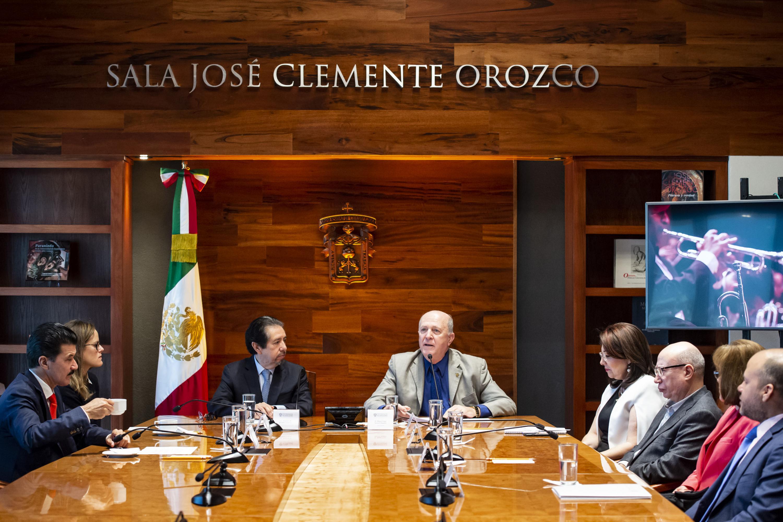 Doctor Miguel Ángel Navarro Navarro, Rector General de la UdeG, haciendo uso de la palabra durante la firma del convenio