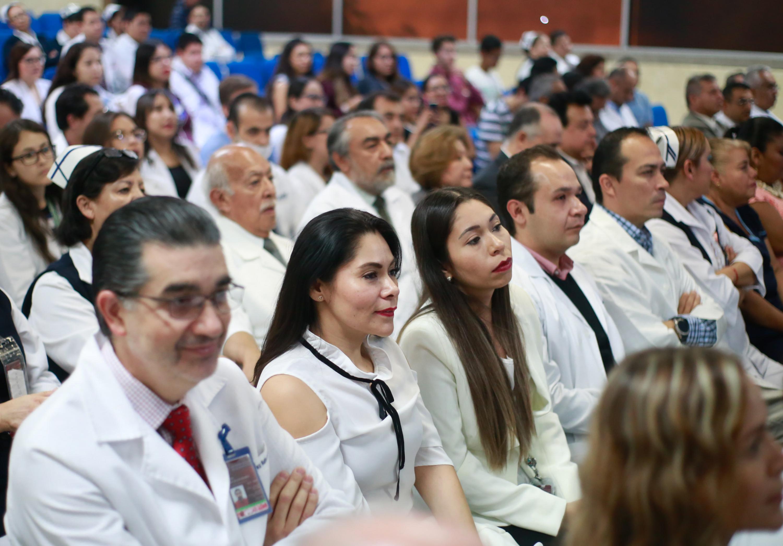 Integrantes de la comunidad medica del Hospital Civil de Guadalajara durante el evento