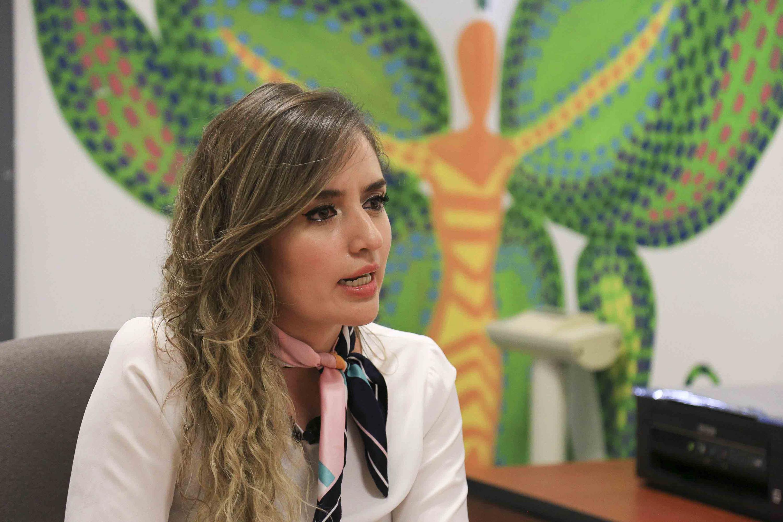 maestra Aída Cordero Muñoz siendo entrevistada en las instalaciones del lactario del CUCS
