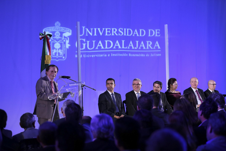 Durante la inauguración habló al microfono El Secretario de Innovación Ciencia y Tecnología, maestro Jaime Robles Reyes