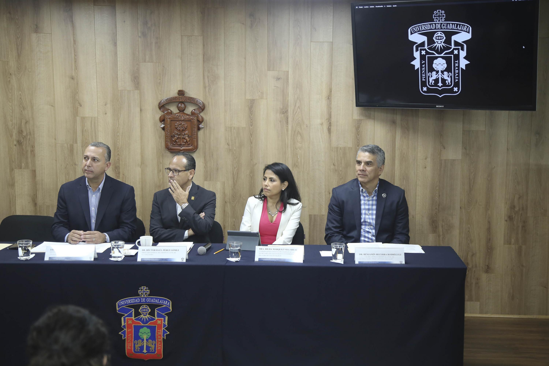 """Rueda de prensa para anunciar el  Foro de Salud Jalisco, """"Diagnostiquemos la salud, propongamos una cura"""", que se realizará el 24 de octubre en el auditorio Roberto Mendiola Orta del Centro Universitario de Ciencias de la Salud (CUCS), de la UdeG,"""