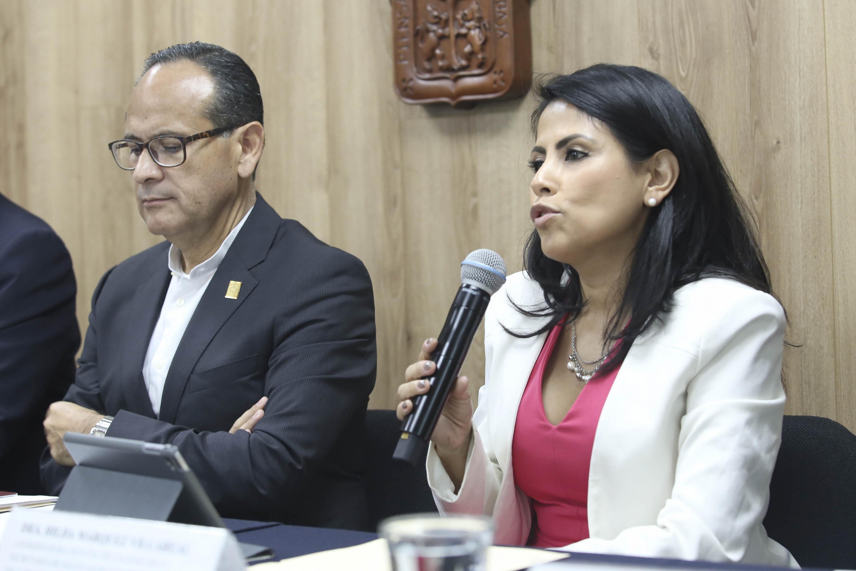 Coordinadora de Calidad de la SSJ, doctora Hilda Márquez Villarreal, haciendo uso de la palabra durante la rueda de prensa