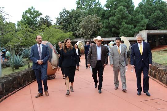 Recorrido por el Centro Universitario de Los Altos despues de la ceremonia de inauguración