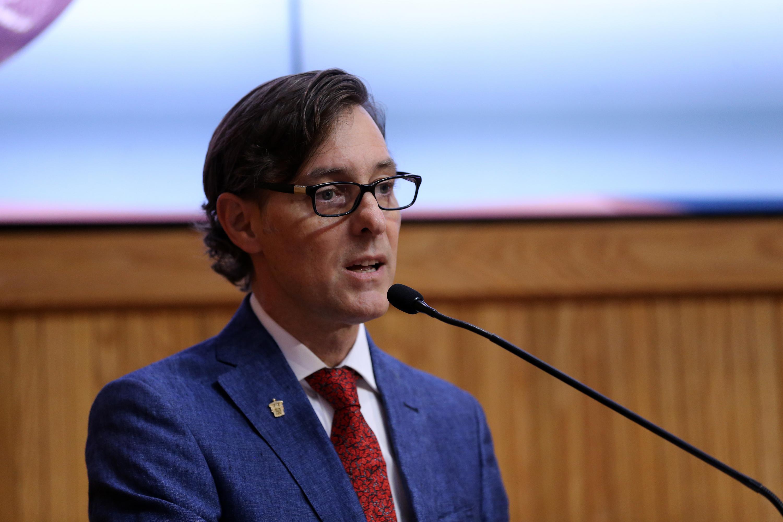 Jefe del Departamento de Estudios Sociourbanos del CUCSH, doctor Robert Curley