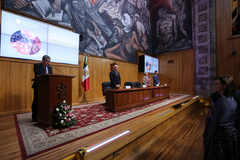 Rector del Centro Universitario de Ciencias Sociales y Humanidades (CUCSH), doctor Héctor Raúl Solís Gadea, haciendo uso de la palabra