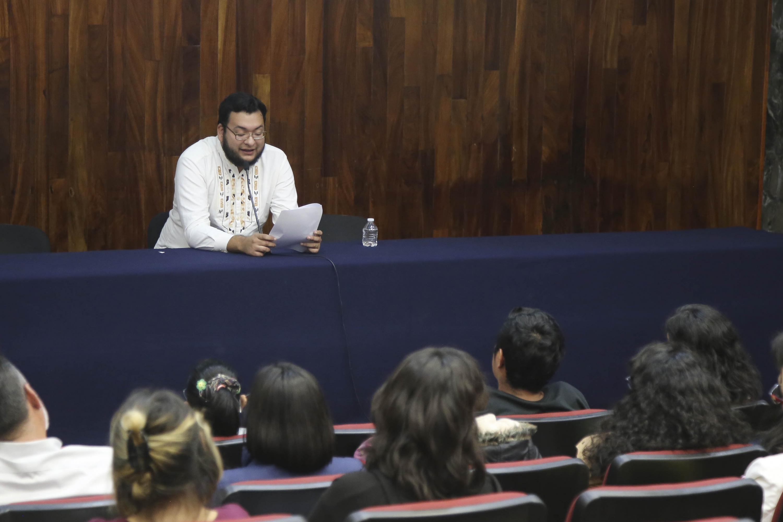 El Coordinador del torneo, Roberto Reyes Cortés anunciando a los ganadores