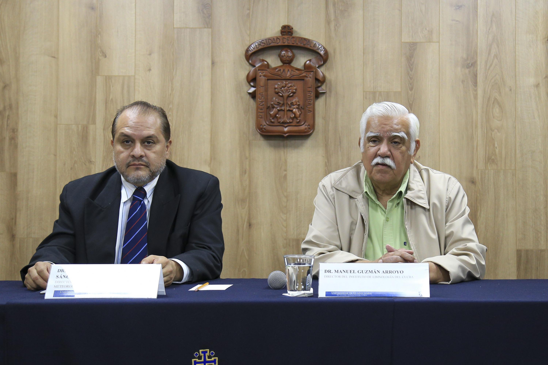 El Director del Instituto de Astronomía y Meteorología y el Director del Instituto de Limnología durante la rueda de prensa
