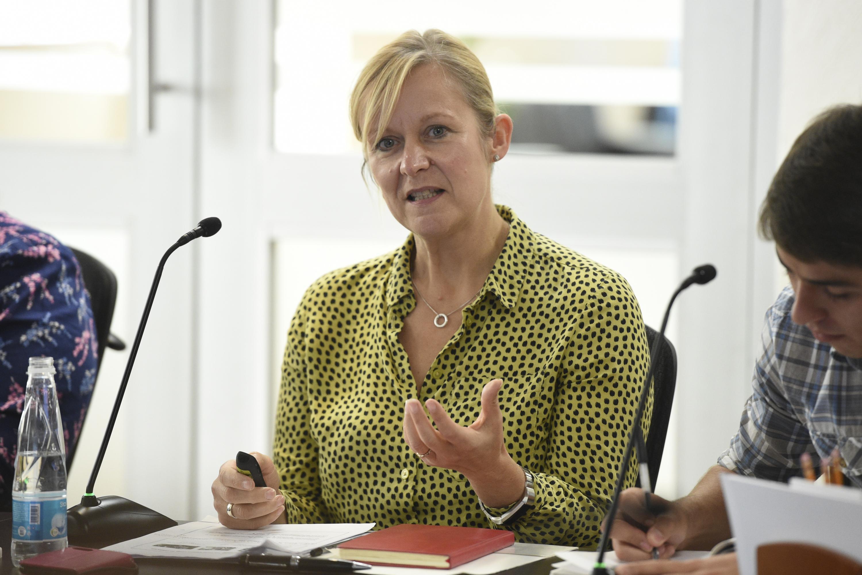 """Mujer participante en el Seminario Internacional """"Equidad de género en el trabajo""""."""